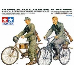 1/35 German Soldiers With Bicycles - TAM35240